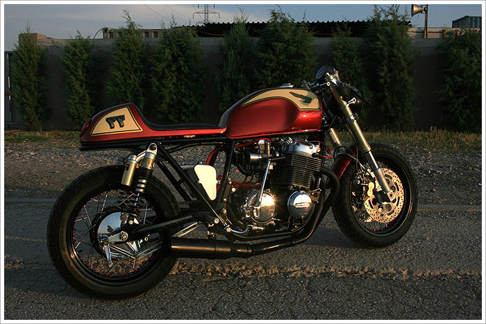 Honda CB750 K7 Cafe Racer
