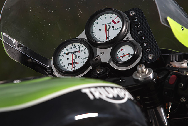 18_07_2016_Russell_Motocycles_Triumph_Speed_Triple_Retro_Racer_08_small