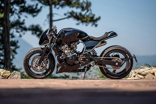 FIGHTING SPIRIT: Honda Hornet by Bull Moto Custom