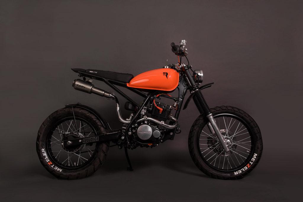 TINY TRACKER: Honda NX150 by Republica Motocicletas.